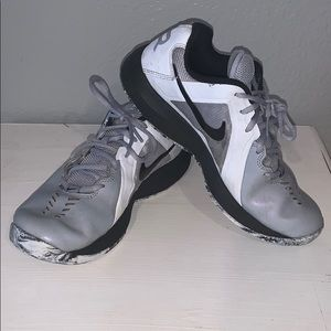 Nike Air Mavin Basketball Shoes, Boys/Men's Size 7